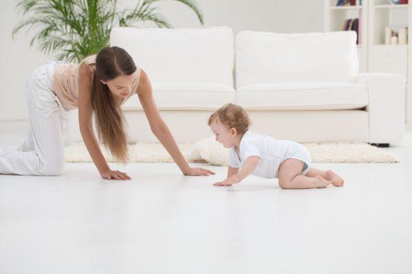 Ανάπτυξη μωρού: Γιατί δεν έχει μπουσουλήσει; | imommy.gr