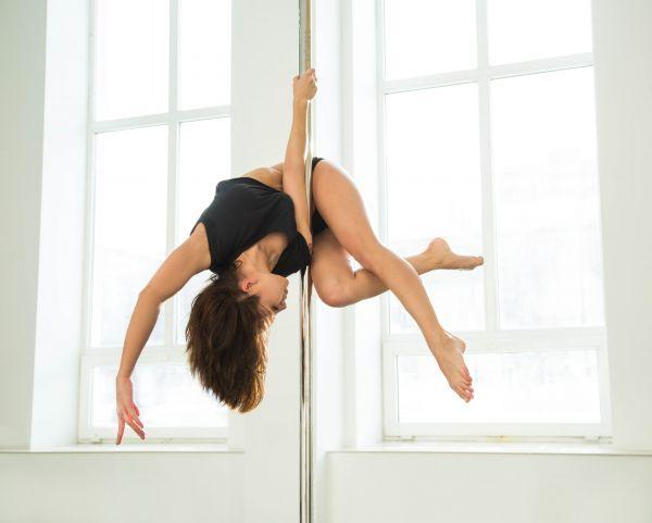 Pole Dancing: Τονώνει σώμα και ψυχολογία | imommy.gr