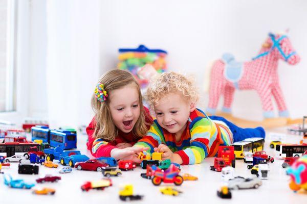 Πώς θα μάθετε στο παιδί να μοιράζεται | imommy.gr