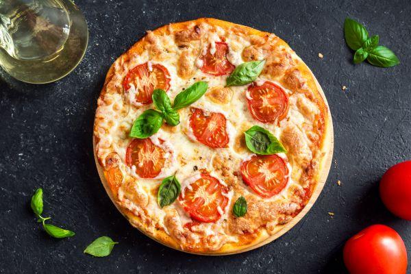 Λαχταριστή πίτσα από την Κάτια Ζυγούλη και τον Απόστολο Ρουβά | imommy.gr
