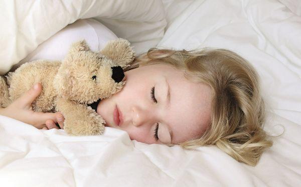 Πώς θα μάθετε στο παιδί να κοιμάται μόνο του | imommy.gr