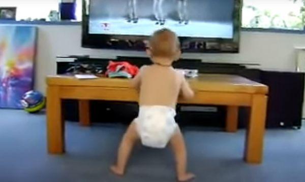 Υπέροχο βίντεο: Μωράκι ακούει Μπιγιονσέ και το ρίχνει στον χορό   imommy.gr