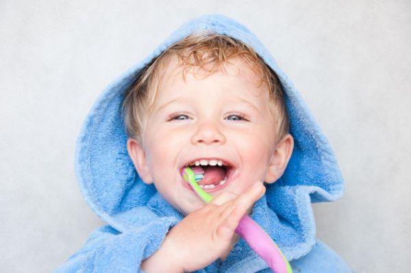 Στοματική υγιεινή και παιδιά: Έτσι θα μάθουν να πλένουν σωστά τα δόντια τους | imommy.gr