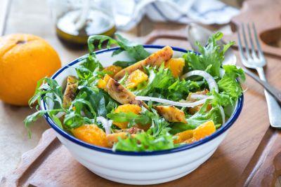 Εύκολη σαλάτα με πορτοκάλι και κοτόπουλο   imommy.gr