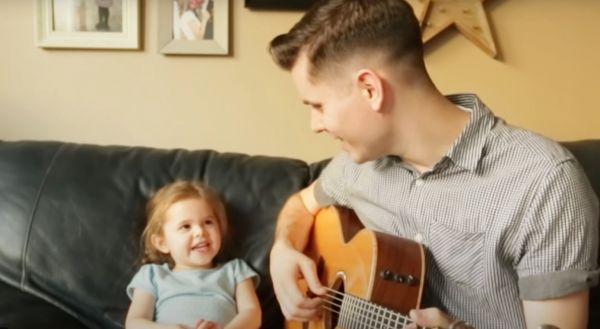 Μπαμπάς και κόρη τραγουδούν παρέα και γίνονται viral [βίντεο] | imommy.gr