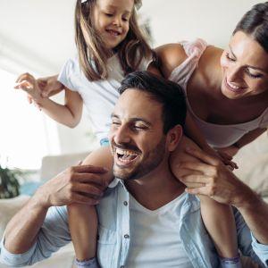 Αφήστε το γέλιο να τονώσει την οικογένειά σας