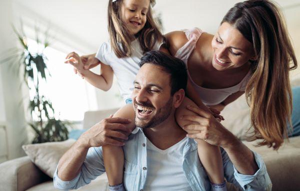 Αφήστε το γέλιο να τονώσει την οικογένειά σας | imommy.gr