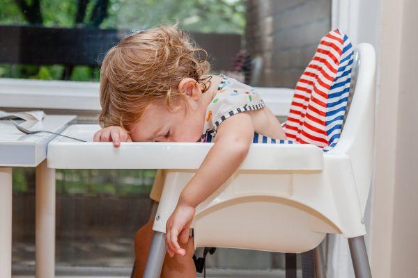 Μωρά: Μπορούν να αποκοιμηθούν οπουδήποτε και αυτό το βίντεο το αποδεικνύει | imommy.gr