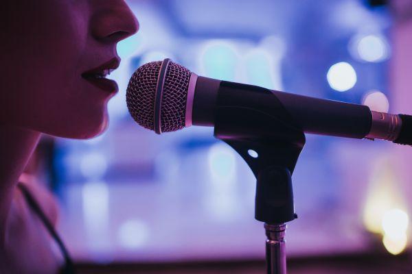 Έκπληξη: Ποια τραγουδίστρια περιμένει το πρώτο της παιδί | imommy.gr