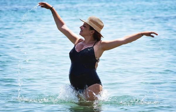 Κλέλια Πανταζή – Η υποβρύχια φωτογραφία με φουσκωμένη κοιλίτσα | imommy.gr