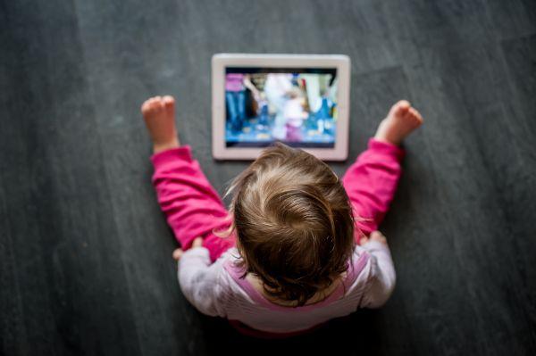 Παιδί που καθυστερεί να μιλήσει – Μήπως φταίει το tablet;   imommy.gr