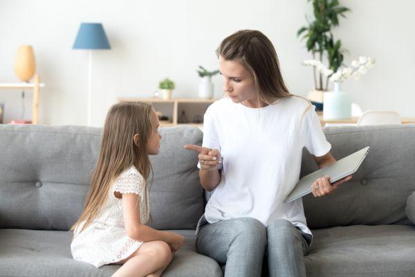 Ποιες φράσεις πρέπει να αποφεύγουμε όταν μιλάμε στο παιδί;   imommy.gr