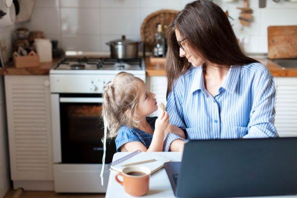 Πώς θα ξεπεράσουμε τις ενοχές μας ως γονείς; | imommy.gr