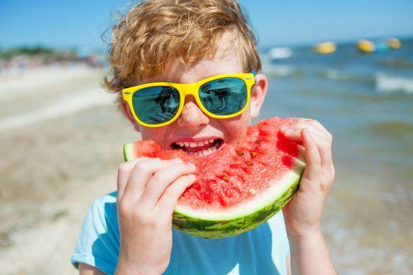 Κανόνες ασφαλείας για τη διατροφή του παιδιού το καλοκαίρι   imommy.gr