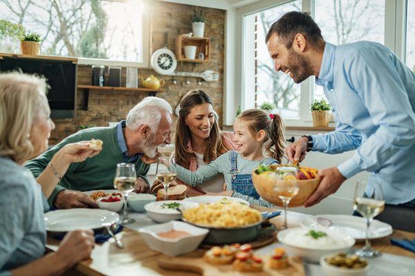 Μικρά παιδιά – Γιατί είναι σημαντικό να τρώτε όλοι μαζί στο τραπέζι;   imommy.gr