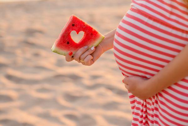 Εγκυμοσύνη – Οι τροφές που θα σας κρατήσουν ενυδατωμένη παρά τη ζέστη | imommy.gr