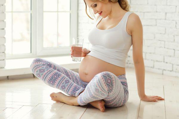 Γιατί χρειάζεστε περισσότερο νερό στην εγκυμοσύνη | imommy.gr