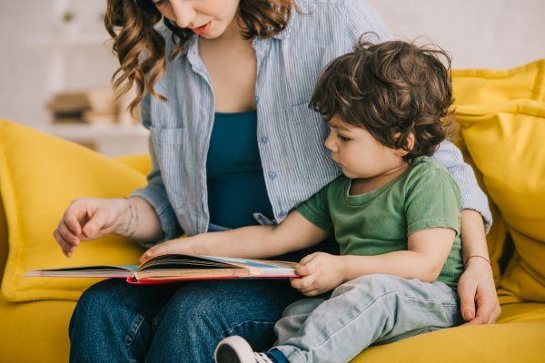 Ανάπτυξη παιδιού – Γιατί είναι σημαντικό να του διαβάζουμε από μικρή ηλικία;   imommy.gr