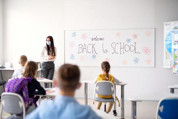 Σχολεία – Άνοιγμα με διαφορετικά μέτρα για εμβολιασμένους και ανεμβολίαστους | imommy.gr