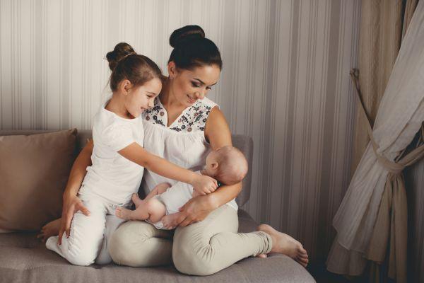 Αγαπημένα αδερφάκια – Πώς θα «δεθεί» το μεγαλύτερο παιδί με το νεογέννητο; | imommy.gr