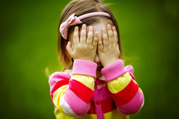 7 τρόποι να ενθαρρύνετε το ντροπαλό νήπιο | imommy.gr