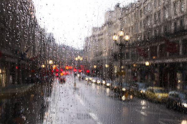 Ο «Μπάλλος» χτυπά και την Αθήνα – Ισχυρή καταιγίδα και διακοπές ρεύματος | imommy.gr
